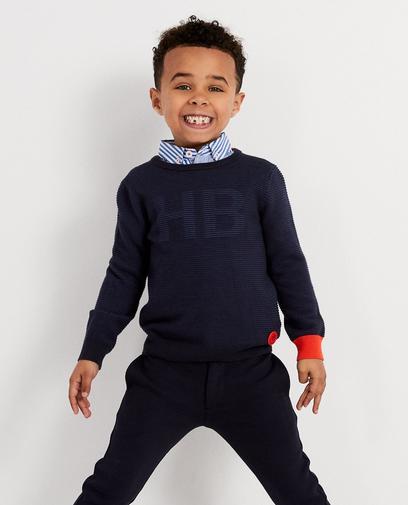 Gerippter Pullover mit Brosche